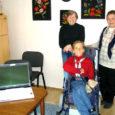 Kuressaare põhikooli 9. klassi õpilane Kaja Kivi sai pärast pikka ootamist tänu headele inimestele ja toetajatele lisaseadme ja eriprogrammidega arvuti, mis avardab liikumispuudega ja koduõppel oleva tüdruku õppimis- ja suhtlemisvõimalusi tunduvalt.