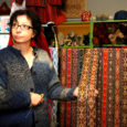 Pihtla vallas Haeska külas elav ettevõtja Marika Samlik on teada-tuntud rahvariiete, vööde, mütside ja paljude muude käsitööesemete valmistaja, kes nii oma valmistatud esemeid kui ka teiste käsitöömeistrite tehtut Kuressaares Kauba tänava Talupoes müüb.