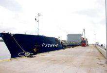 Mõntut külastanud suurim laev tõi Hollandist vana asfalti