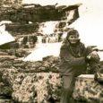 Ülo Roosist (69) oleks peaaegu saanud Vassili Ivanovitš. Et Ülost siiski üks tubli eesti mees sai, sellele on kaasa aidanud paljud head inimesed. Eelkõige Kuressaares omal ajal tuntud pedagoog Sinaida Koost, kes kartmatu saare naisena tõi Venemaa lastekodust kodumaale 7–8 orvuks jäänud eesti last. Üks neist oli Ülo.