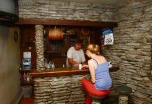Raskuste kiuste: Laadla Angerja baaris käib elu omasoodu edasi