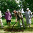 """20. juunil tähistati Mihkli talumuuseumi õuel muuseumi juubelit, kus lisaks põhjalikele ajalooettekannetele esitleti Viki küla elaniku genealoog Harry Tuuliku äsja ilmunud raamatut """"Viki küla ja Mihkli talu ajalugu""""."""