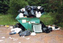 Võõrad uputavad Mändjala küla konteineri prügisse