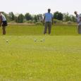 """Golfis on selline mõiste """"hole in one"""". Lihtsalt öeldes, iga golfiraja lõpus on auk, kuhu sisse tuleb lüüa valge pall. Ühe löögiga märki tabada on aga tegelikult sama raske kui golfifirma kahe aastaga kasumisse viia."""