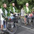 Tormise neljapäeva õhtul kell 18.52 tõukasid 59 päeva Ateenast läbi üheksa riigi Saaremaa poole teel olnud rattamehed Heiki Hanso, Silver Knäzev ja Rivo Aruksaar end Orissaare staadioni väravast sisse.