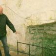 Põhjamaade vanimat kivikirikut Valjalas, mille oletatav ehitusaeg on 1227, näsib hoolega rohevetikas. Kohe nii, et kohalikud kardavad sakraalhoone seinte kokkukukkumist.