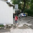 Eile keskpäeval sõitis Kuressaare kesklinnas vasakpööret teinud kaubaauto kogemata kombel maha tüki majaseinast.