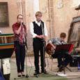"""Laupäeval alustas Püha kirikus ning pühapäeval lõpetas Kihelkonnal sealsed kirikumuusikapäevad saarlasest laulja Margus Vaher koos oma """"leitud laulude"""" ning ansambliga. Kontserdisarja pealkirjaks on tegijad pannud """"Oma laulu leidsin ma üles"""" ning noored muusikud tuuritavad oma hingeminevate lauludega Eestimaal veel mitu nädalat."""
