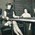 Kõrvaloleval pildil on Naime Lamp 22-aastane neiu. Äsja oli tuntud kultuuritegelasel taas juubel, seekord lõi ette 75. Aga Naime hing on endiselt noor, tema jutud muhedalt naljakad ning pill – see tema truu kaaslane kogu elu – istub ikka hästi ta põlvil. Kutseid juubelitele ja muudele pidudele tuleb populaarsele akordionistile nii palju, et kõiki ei jõuagi rahuldada. Aga see annabki Naime elule vürtsi. See, et ta pole unustatud, et ta ümber on sõbrad ja palju häid inimesi.