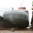 Tõsiselt tormises ilmas, kus lendasid lillepotid ja kukkusid lipumastid, toimus eile Leedus Klaipedas Saaremaa laevanduse ajaloos kaks olulist sündmust. Veeskamistseremoonia peeti esimesel uuel parvlaeval ja kiilu sai alla teine ehitatav laev.