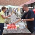 Eile jõudsid Kuressaare turu letile samas linnas toodetud kommid Lehmake.