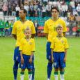Üksteist noort Saaremaa jalgpallurit juhatasid üleeile õhtul väljakule maailma vahest kuulsaima jalgpallikoondise. Teist samapalju saarlasi võis Eesti-Brasiilia mängule eelnenud tseremoonial näha lipukandjate rollis.