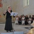 Laupäeva õhtul kell seitse toimus Pöide kirikus kontsert, kus esinesid Vasalemma naiskoor Amica ja flötist Liis Lulla (fotol) – kõrvuti kõlasid harrastuskoori naishääled ja professionaalse instrumentalisti flöödihelid.