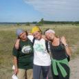 36 päeva kulus Kristi Kullil, Andra Jõgil ja Gerda Veversil, et mööda rannajoont umbkaudu 600 kilomeetrit läbides oma kodusaarele tiir peale teha. Mitte raske matkavarustusega tuimalt edasi trampides, vaid vaikselt kolme päeva kaupa, alates aastast 1998. Teekond jõudis lõpule pühapäeval.