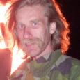 Laupäeval süütasid Saaremaa muinsuskaitse seltsi, Saaremaa merekultuuri seltsi ja merekultuuriseltsi Salava liikmed Sõrve tuletorni lähistel ühise muinastulede lõkke. Enne lõkkeplatsile kogunemist tutvustas muinsuskaitse seltsi esimees Tõnu Veldre (fotol) huvilistele Sääre endist piirivalvekordonit, mis on nüüdsest muinsuskaitse seltsi omanduses.