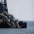 Sõrves nn Kreeka laeva Volare vanarauaks tükeldanud firma omanikel ei jäänud muud üle, kui metalli tõstmiseks kasutatud ujuvkraana lõhkuda, sest muidu ei saaks kalda lähedale merepõhja kinni triivinud monstrumit kätte.