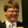 Arbitraažikohus tuvastas, et Tullio Liblikule kuuluv ettevõte OÜ Saarte Investeering on rikkunud OÜ-ga MaxKinnisvara sõlmitud lepingut ja teinud Pärnumaal Sauga vallas asuva Hirvepargi elamurajooni rajamisel vähemalt 13,8 miljoni krooni ulatuses põhjendamatuid kulutusi.