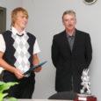 Kuressaare linnavalitsus andis eile üle tänukirja ja 2000 krooni purjelauasõitjale John Kajule. Saaremaa surfiklubi sportlane tegi sel hooajal oma elu parimad võistlused.