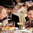 Paljude muude teemade hulgas jätkas maailma ajakirjandus sel nädalal Venemaa peaministri Vladimir Putini paar nädalat tagasi tehtud avalduse kommenteerimist, milles ta teatas, et võib aastal 2012 suure tõenäosusega taas kandideerida Venemaa presidendi ametikohale. Kas Dmitri Medvedev jääb siis Putini varjuks? Kas venelased üldse soovivad demokraatiat? Praegune nn suveräänne demokraatia on tegelikult autokraatlik kapitalism, märgivad Venemaa küsimuste eksperdid.