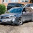 Eile pandi Kuressaare kohtumajas käed raudu 15-aastasel noormehel, kes tänavu suvel võttis purjuspäi salaja oma isa auto ning koos sõpradega Kärla valla poest alkoholi varastas.