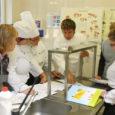 Üleeile jagasid Kuressaare ametikoolis nii kokkadele kui ka kokandusõpetajatele oma kogemusi ja teadmisi peakokad Rudolf Visnapuu restoranist Dominic ja Indrek Kivisalu vabariigi presidendi kantseleist.