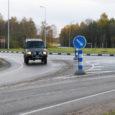 Oma Saare poole pöördus murega lehelugeja Toivo, kes kurtis, et Kuressaare külje all Kihelkonna maantee ringteel on nii palju lahtist kivipuru, et ringilt väljuvad autod lennutavad seda teiste autode pihta.