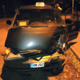 Kolmapäeva õhtul kella 20 ajal sattus Kuressaares Torni tänaval avariisse peateel sõitnud takso, kui kõrvalteelt tulnud sõiduauto talle teed ei andnud ja otsa põrutas.