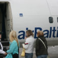 AS Tallinna Lennujaam regionaalsete lennujaamade direktor Andres Taimla kinnitas, et Läti lennukompanii airBaltic on ilmutanud huvi meie siseliinidel lendamise vastu. Lätlased kinnitavad, et kevadel võivad saarlased oodata neilt häid uudiseid.