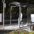 Eile öösel lõhkusid vandaalid Kuressaares Pargi bussipaviljonil kolm klaasi.