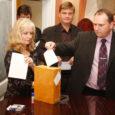Omamoodi pretsedent loodi eile Kuressaare linnavolikogus, kui volikogu esimeheks valiti Erik Keerberg, kes pääses Kuressaare raekotta valimised võitnud Reformierakonna nimekirja alles kolmanda asendusliikmena.