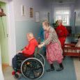Veidi üle kuu tagasi Sõmeralt Kogulasse kolitud eakatekodu korraldas eile lahtiste uste päeva, et näidata nii omavalitsustele kui ka teistele huvilistele, kuidas vanakestel uues kohas läheb.
