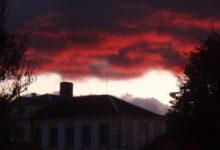 Sügisesed pilved, mis paistavad kui korstnast tõusev leek