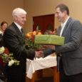 16 aastat omavalitsusjuhi rollis, sellest kolm aastat Kuressaare linnapeana ja kolmteist aastat Kaarma vallavanemana, on andnud Ülo Veversile tema enda sõnul valge pea.