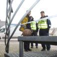 Eile päeval kella 12 ajal leiti Kuressaares spaahotelli Meri juurest käsigranaat, mille keegi oli sokutanud seal asuva Swedbanki sularahaautomaadi peale.