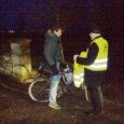 Sihtasutus Turvaline Saaremaa jagas eile hommikul Kuressaare nelja kooli juures helkurveste lastele, kes tulid kooli jalgrattaga. Aktsioonis osales ka politsei. Kokku jagati laiali 40 vesti.