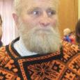"""Kooljakuu 28-ndal päeval tänavuse aasta """"Hiie väe"""" tunnustamissündmusel Eesti kirjandusmuuseumis Tartus, kutsus mullu hiie sõbra tiitli pälvinud Tihuse hobuturismitalu peremees Martin Kivisoo hiiesõpru järgmisel aastal mahlakuu (aprilli) 24. päeval Muhusse muinaskultuuri kohviku avamisele."""
