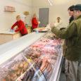 Kitzbergi tänava bussiparkla hoones avasid kohalikud kalakasvatajad möödunud nädala lõpus oma kalapoe.