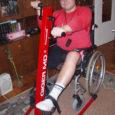 Eelmise aasta septembris alustas autoõnnetuses jala kaotanud Risko Tiitma (fotol) treeninguid spetsiaalse trenažööriga, mille soetamiseks ulatasid abikäe paljud noormehe saatusele kaasa elanud lehelugejad (Oma Saar, 22.12.2007 ja 4.02.2008). Täna tunnistab Risko, et trennimasinast on talle kõvasti kasu olnud.