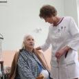 """Kuressaare haigla hooldusravi osakonna patsiendid on nõus hooldusravi eest uuel aastal vajadusel ka ise maksma. """"Kui pensionist ikka välja tuleb, sest tervis on rahast tähtsam,"""" kinnitasid nad."""