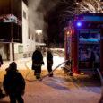 Eile õhtul enne kella 18 kutsuti päästjad Kuressaare linnavalitsuse hoone taha, kus teise korruse akendest olid leegid juba väljas. Vilkurite saatel tuiskas kohale ka kiirabi, kuid meditsiiniabi keegi õnneks siiski ei vajanud.