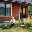 Toimekas Helga Nurmekann on teada-tuntud inimene Kuressaare linna peal. Ikka on tal kuhugi kiire, mingi asi ajada, telefon heliseb ühtelugu (Näed ju, nad ei lase mul sinu juureski istuda, pillab ta ajakirjanikule.).