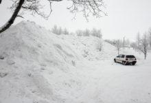 Kuressaares kogutud lumi vallutas parkla