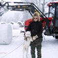 Tänavune lumerohke talv on andnud mitmele ettevõtlikule talumehele valla teede lahtilükkamisel lisateenimise võimaluse, tühjendades samal ajal ehk plaanitust rohkem omavalitsuse rahakotti. Valjala vallavalitsus on sõlminud lumekoristustööde lepingu kolme taluniku ja ettevõttega Erko Elekter.