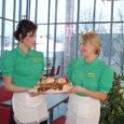 Eilsest alates on Saaremaa kaubamajas taas avatud kohvik, millel nimeks Klaaspärl. Esimesed külalised jäid menüüga rahule, öeldes, et toidud on maitsvad ja hinnad taskukohased. Kohvikut saab külastada siis, kui kaubamaja avatud – kella kümnest seitsmeni.