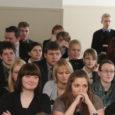 Kõige popim eksamiaine on tänavuste abiturientide seas taas inglise keel. Kokku valis Saare maakonna gümnasistidest-keskkooli-lõpetajatest inglise keele riigieksami 255 noort.