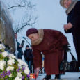 Eilse küünlapäeva päikeseloojangul tähistati Kuressaare kesklinnas Vabadussõja ausamba juures Tartu rahu 90. aastapäeva.