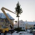 Eile võeti keskväljakult maha Kuressaare jõulukuusk ja pärast platsi korrastamist avati keskväljak liikluseks ja parkimiseks. Linnamajanduse juhataja Urmas Raigi sõnul tehakse kuuseokstest hake ja tüvi viiakse Tehnika tn 10 hoiuplatsile […]