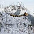 """Teisipäeva õhtupoolikul vajus Kaarmal lume raskuse all sisse kohaliku põllumajanduse osaühistu kaarhalli katus. """"Ma arvan, et läheb lammutamisele,"""" kommenteeris osaühistu juhatuse liige Kalle Hiiuväin."""