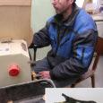 Saaremaal hakati tootma kadakast ja maarjakasest mälupulki. Ettevõtlikud inimesed mittetulundusühingust Lõuna-Saaremaa Külade Selts plaanivad teistegi rahvuslike esemete turuletoomist.