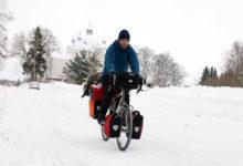 Ilmarändur Sascha pedaalis tuisku trotsides Saaremaale